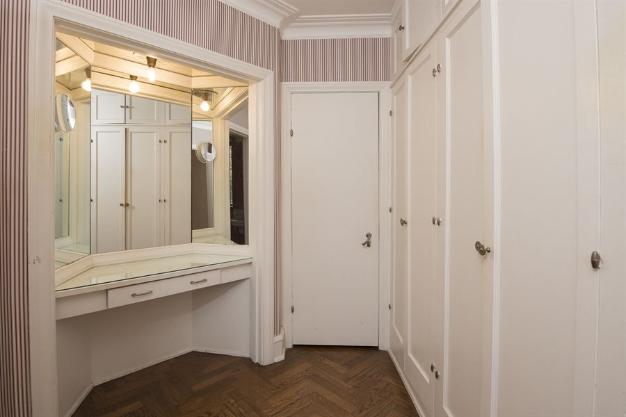 Real Estate Photography - 1020 Chestnut Ave, Wilmette, IL, 60091 - Master Suite Dressing Room