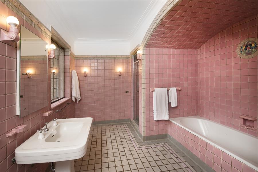 Real Estate Photography - 1020 Chestnut Ave, Wilmette, IL, 60091 - Master Bath
