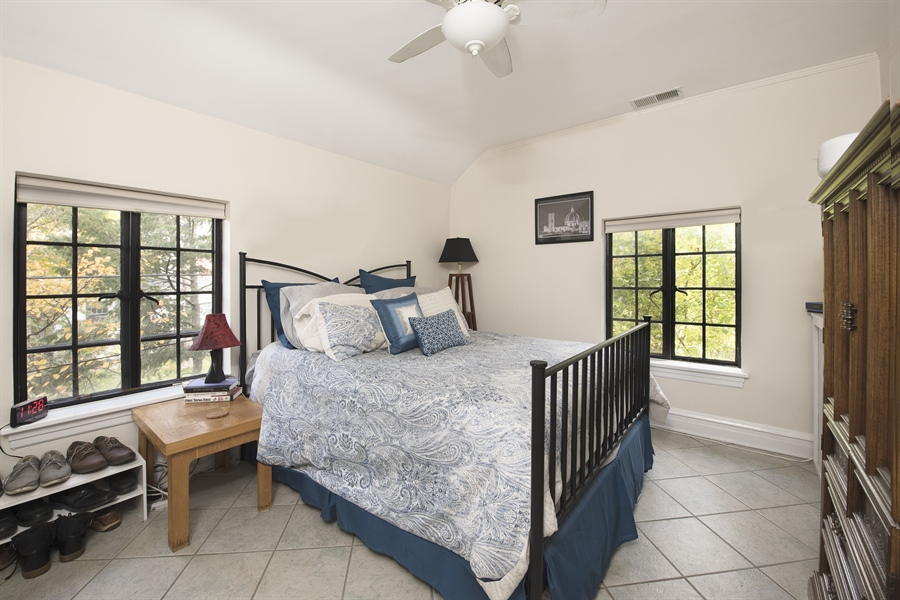 Real Estate Photography - 1020 Chestnut Ave, Wilmette, IL, 60091 - Coach House Bedroom