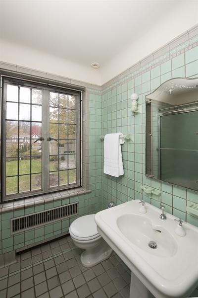 Real Estate Photography - 1020 Chestnut Ave, Wilmette, IL, 60091 - Bathroom- Second Bedroom en-suite