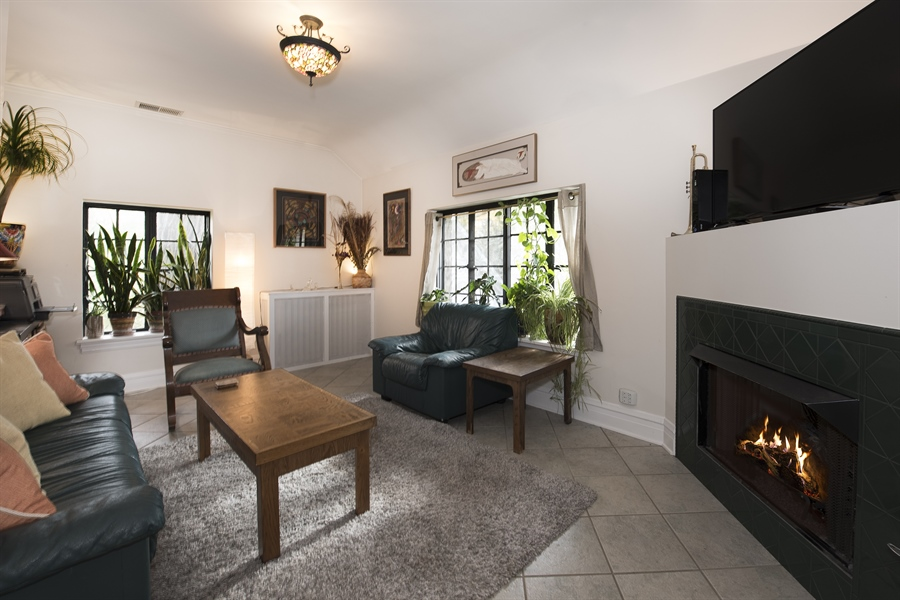 Real Estate Photography - 1020 Chestnut Ave, Wilmette, IL, 60091 - Coach House Living Room