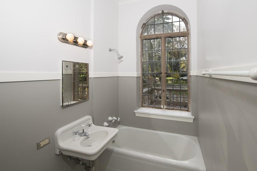 Real Estate Photography - 1020 Chestnut Ave, Wilmette, IL, 60091 - Maid/Au Pair En-Suite