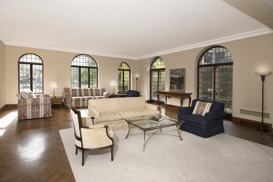 Real Estate Photography - 1020 Chestnut Ave, Wilmette, IL, 60091 - Formal Living Room