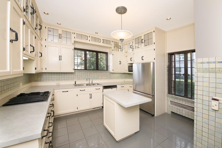 Real Estate Photography - 1020 Chestnut Ave, Wilmette, IL, 60091 - Kitchen
