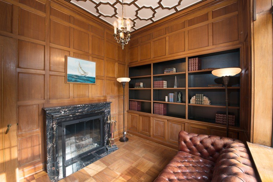 Real Estate Photography - 1020 Chestnut Ave, Wilmette, IL, 60091 - Library