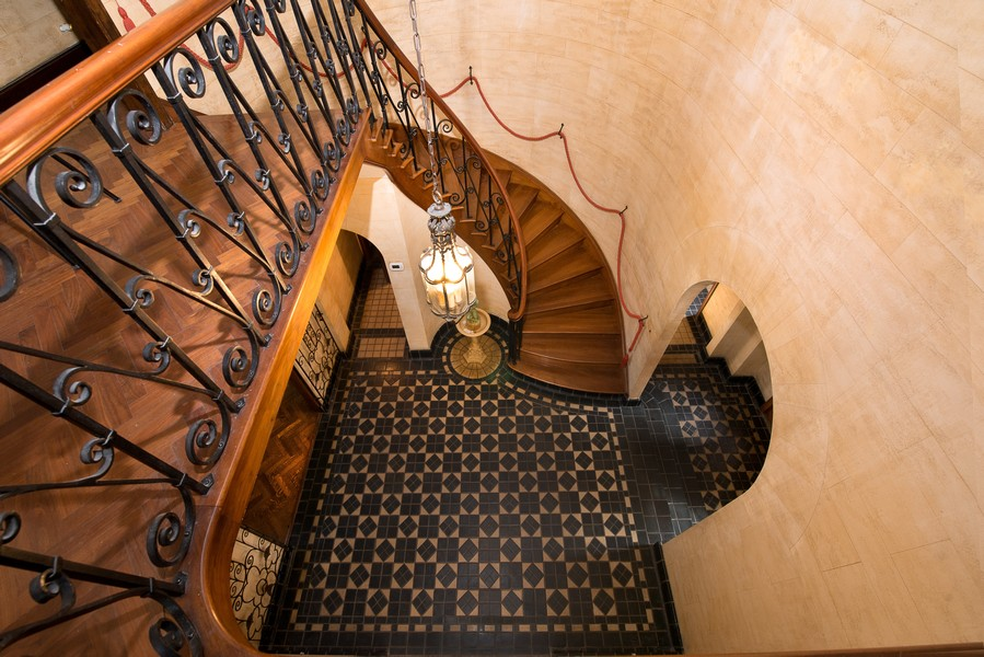 Real Estate Photography - 1020 Chestnut Ave, Wilmette, IL, 60091 - Winding Stair Case