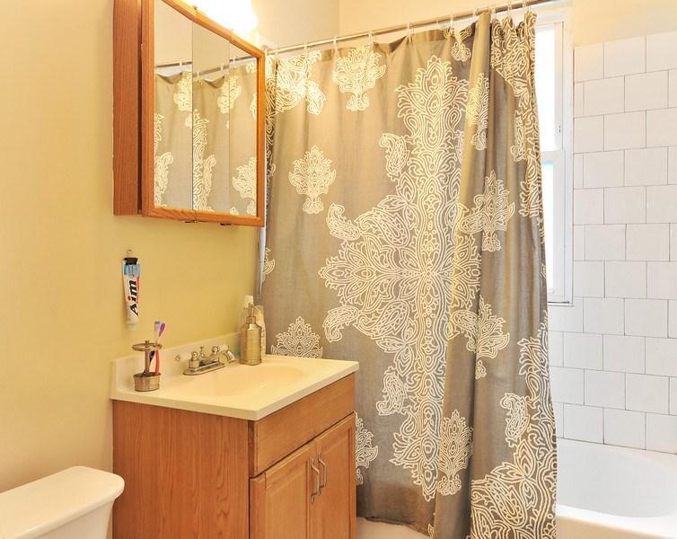 Real Estate Photography - 4438 N Hamlin, Chicago, IL, 60625 - Bathroom