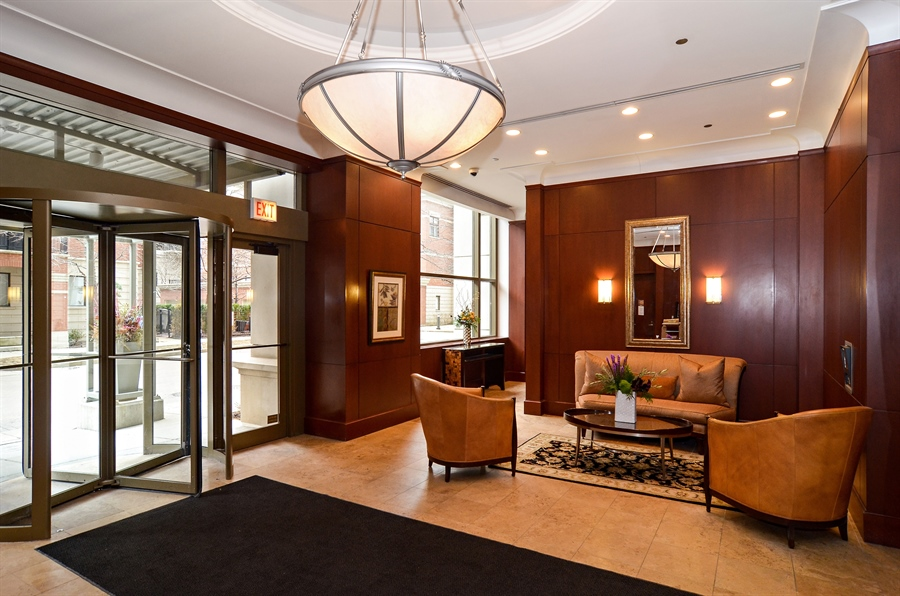 Real Estate Photography - 1335 South Prairie, 901, Chicago, IL, 60605 - Lobby