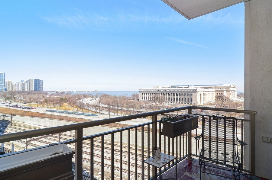 Real Estate Photography - 1335 South Prairie, 901, Chicago, IL, 60605 - Terrace