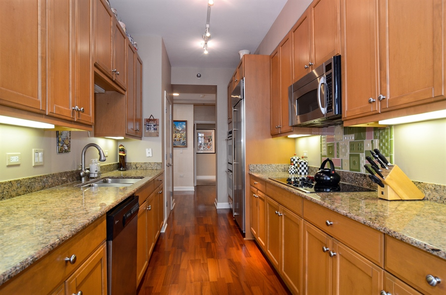 Real Estate Photography - 1335 South Prairie, 901, Chicago, IL, 60605 - Kitchen