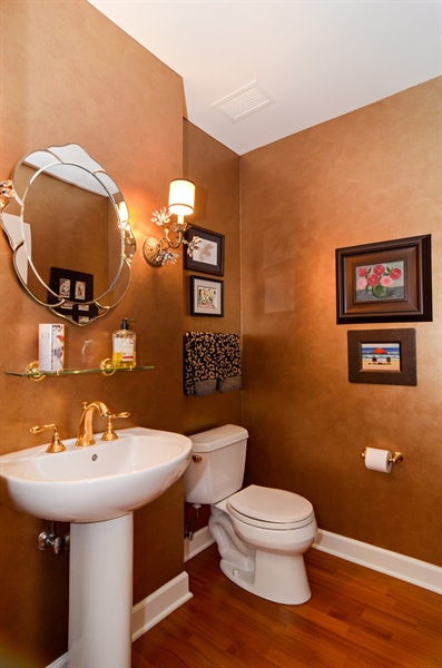 Real Estate Photography - 1335 South Prairie, 901, Chicago, IL, 60605 - Half Bath