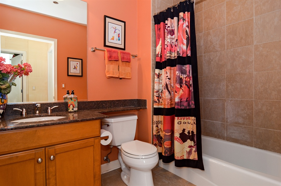 Real Estate Photography - 1335 South Prairie, 901, Chicago, IL, 60605 - Bathroom