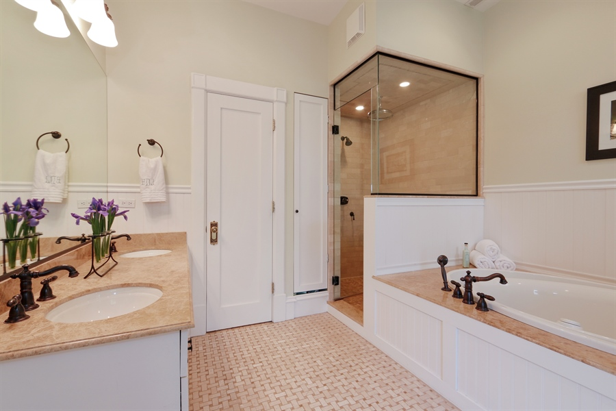 Real Estate Photography - 1036 N Hoyne Ave, Chicago, IL, 60622 - Master Bathroom