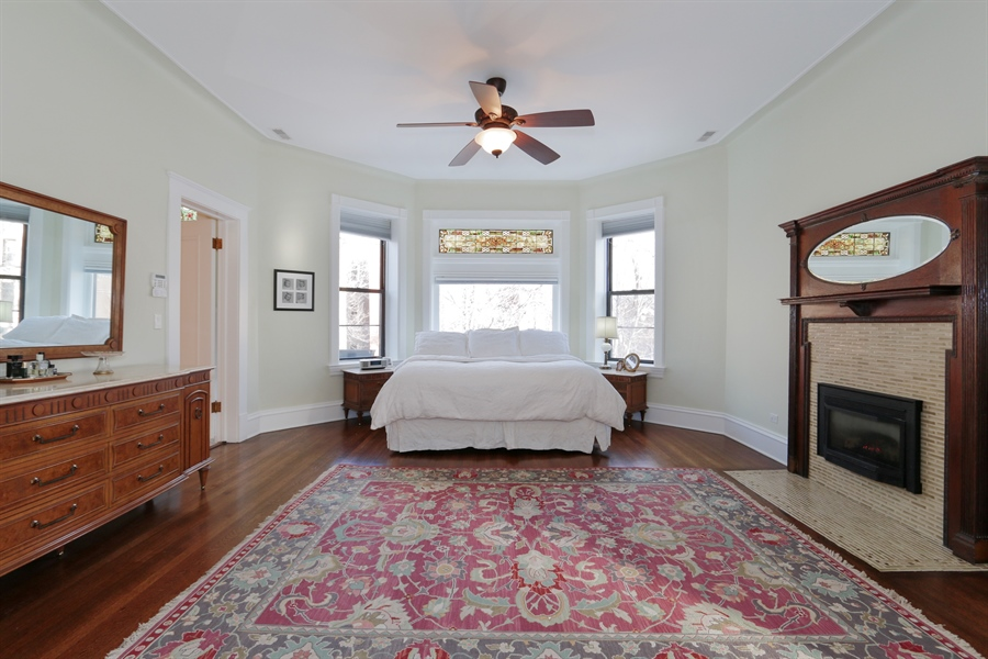Real Estate Photography - 1036 N Hoyne Ave, Chicago, IL, 60622 - Master Bedroom