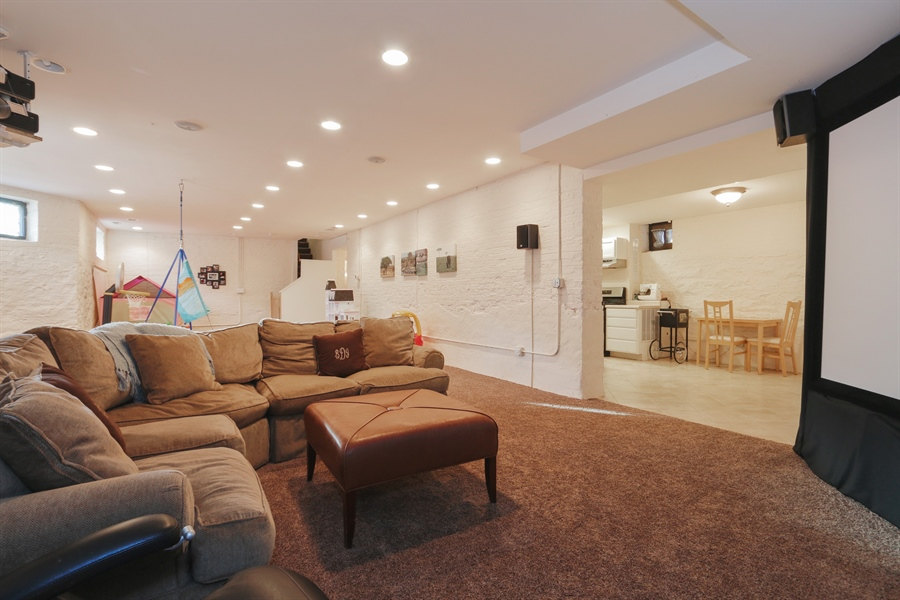 Real Estate Photography - 1036 N Hoyne Ave, Chicago, IL, 60622 - Lower Level