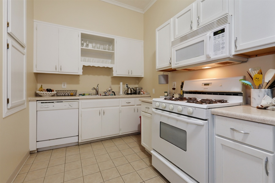 Real Estate Photography - 1036 N Hoyne Ave, Chicago, IL, 60622 - #2 Rental Kitchen