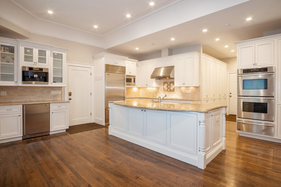 Real Estate Photography - 1036 N Hoyne Ave, Chicago, IL, 60622 - Kitchen