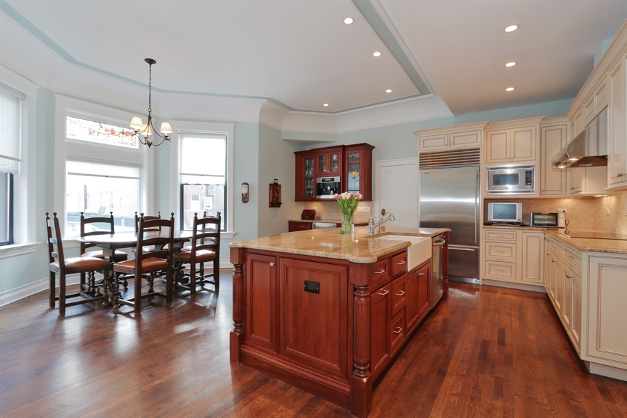 Real Estate Photography - 1036 N Hoyne Ave, Chicago, IL, 60622 - Kitchen / Breakfast Room