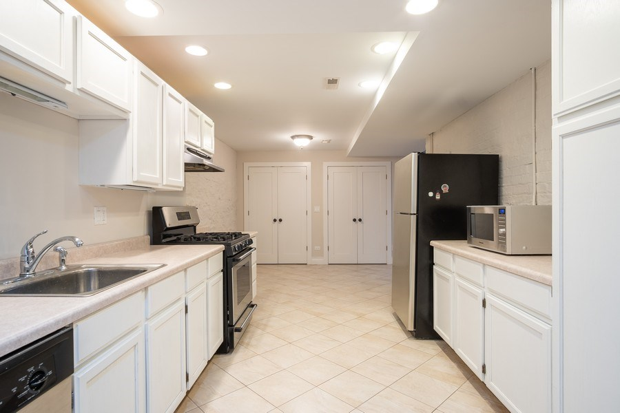 Real Estate Photography - 1036 N Hoyne Ave, Chicago, IL, 60622 - Lower Level Kitchen