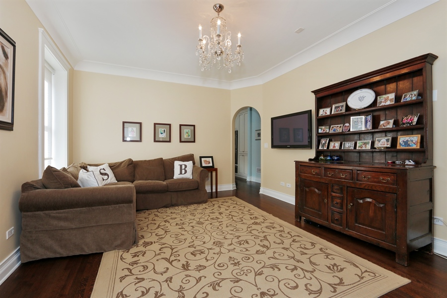 Real Estate Photography - 1036 N Hoyne Ave, Chicago, IL, 60622 - Family Room