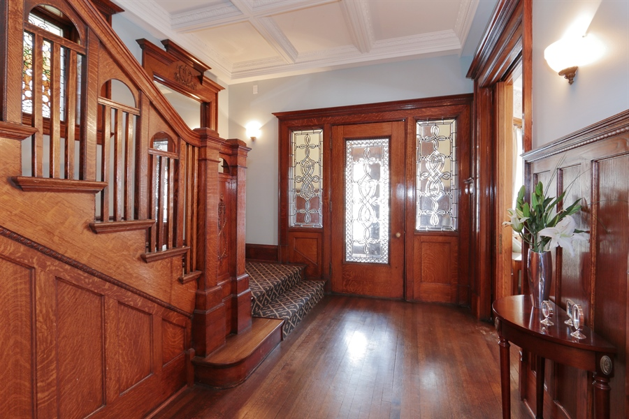 Real Estate Photography - 1036 N Hoyne Ave, Chicago, IL, 60622 - Foyer