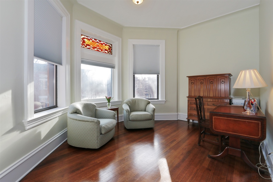 Real Estate Photography - 1036 N Hoyne Ave, Chicago, IL, 60622 - Master Suite Sitting Area