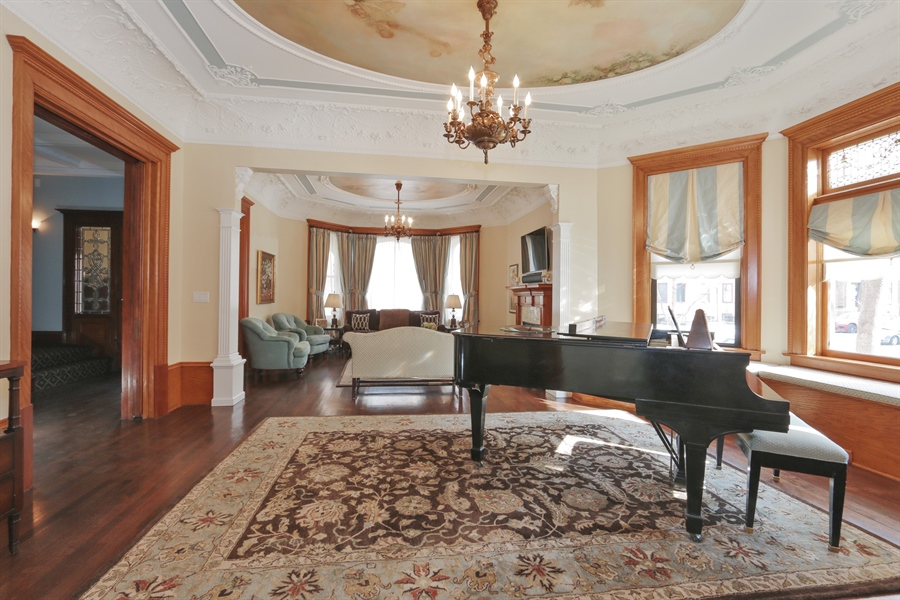 Real Estate Photography - 1036 N Hoyne Ave, Chicago, IL, 60622 - Living Room/Parlor