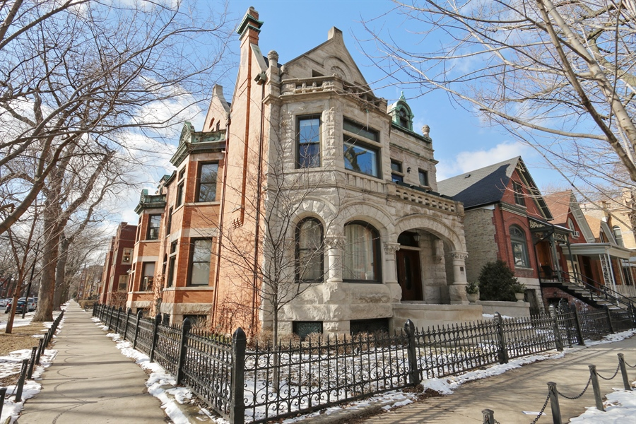 Real Estate Photography - 1036 N Hoyne Ave, Chicago, IL, 60622 - Front View