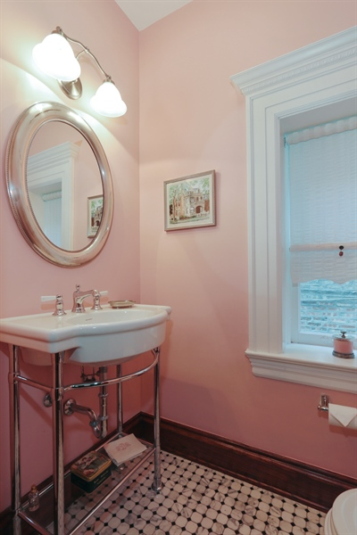 Real Estate Photography - 1036 N Hoyne Ave, Chicago, IL, 60622 - Powder Room