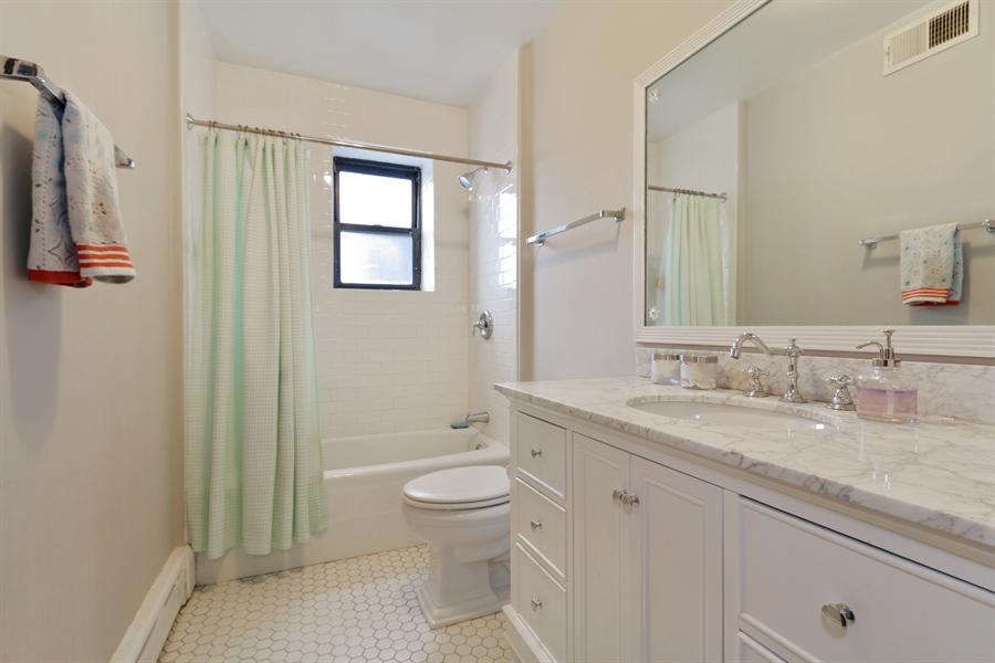 Real Estate Photography - 1036 N Hoyne Ave, Chicago, IL, 60622 - #2 Rental Bathroom