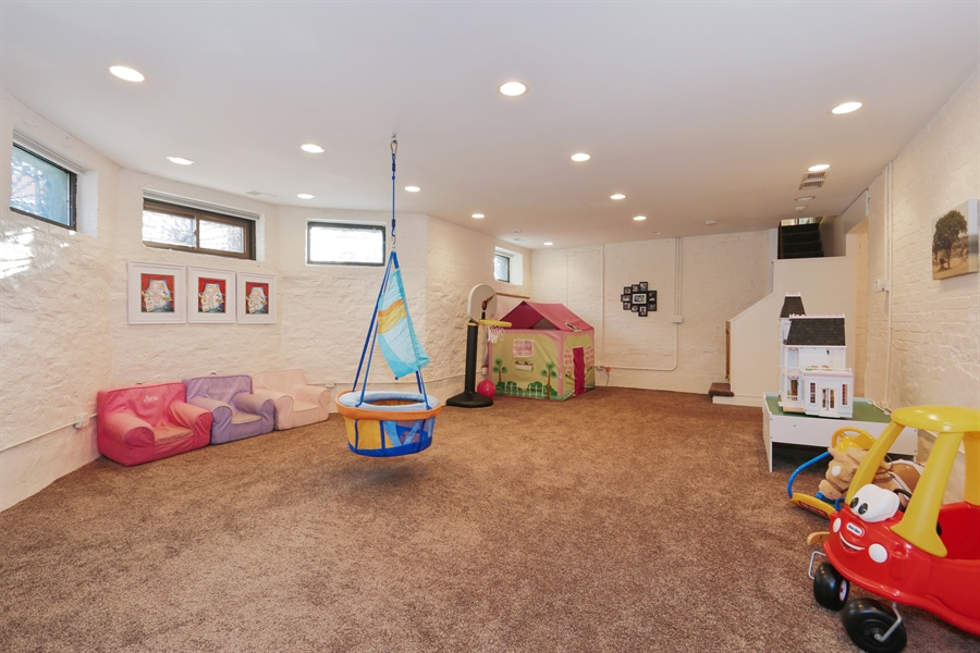 Real Estate Photography - 1036 N Hoyne Ave, Chicago, IL, 60622 - Play / Recreational Room