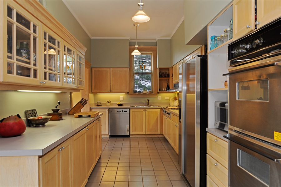 Real Estate Photography - 1828 Asbury Ave, Evanston, IL, 60201 - Kitchen
