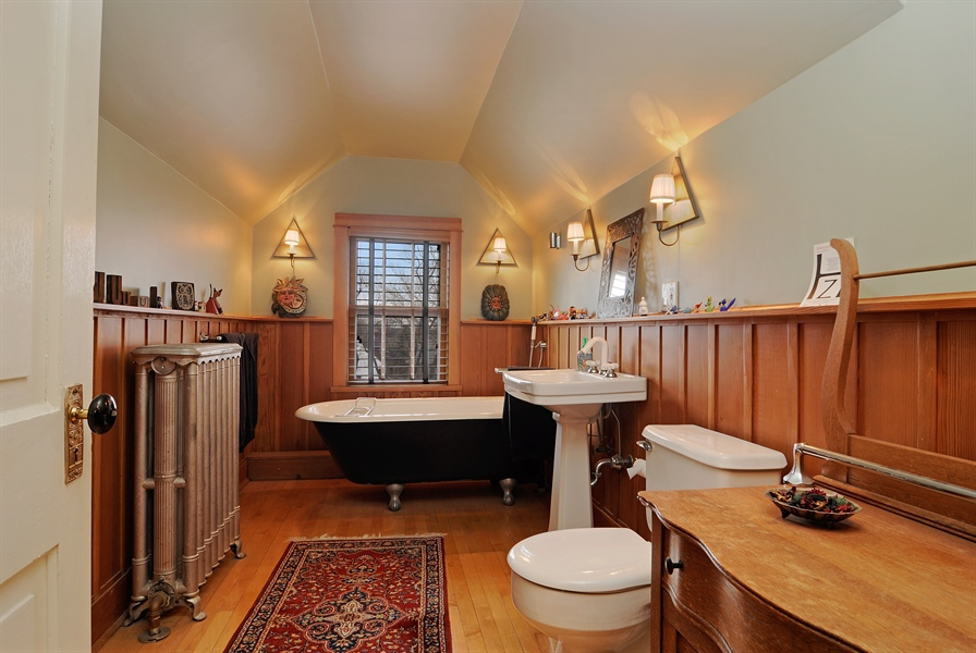 Real Estate Photography - 1828 Asbury Ave, Evanston, IL, 60201 - Bathroom