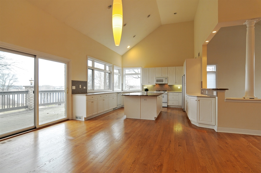 Real Estate Photography - 1071 E Bonner, Wauconda, IL, 60084 - Kitchen/breakfast area