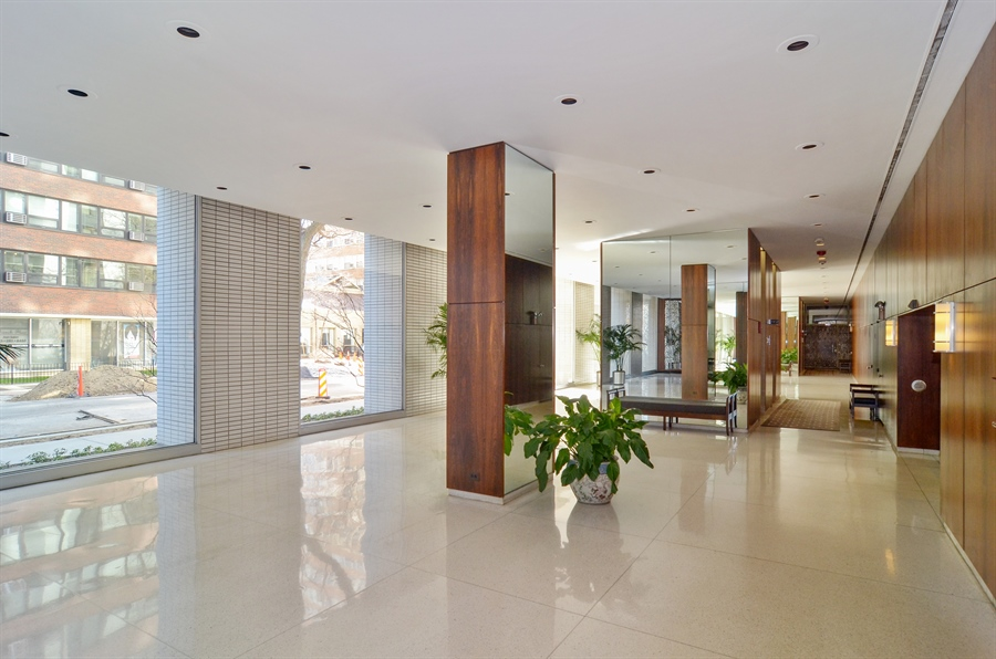 Real Estate Photography - 3150 North Lake Shore Drive, 17F, Chicago, IL, 60657 - Lobby