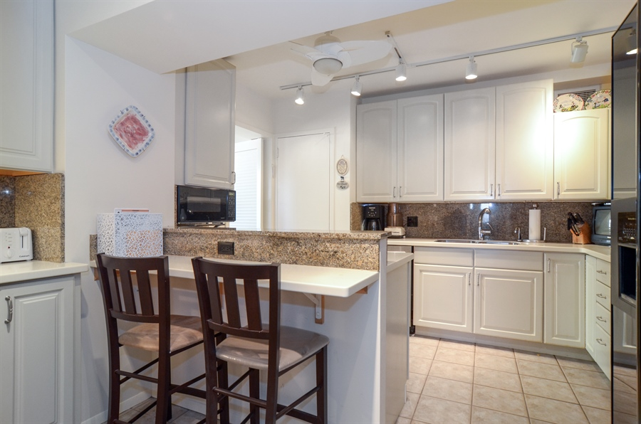 Real Estate Photography - 3150 North Lake Shore Drive, 17F, Chicago, IL, 60657 - Kitchen