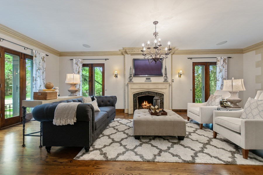 Real Estate Photography - 6087 N Kirkwood, Chicago, IL, 60646 - Living Room