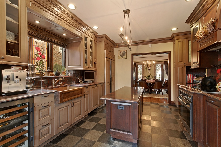 Real Estate Photography - 6087 N Kirkwood, Chicago, IL, 60646 - Kitchen