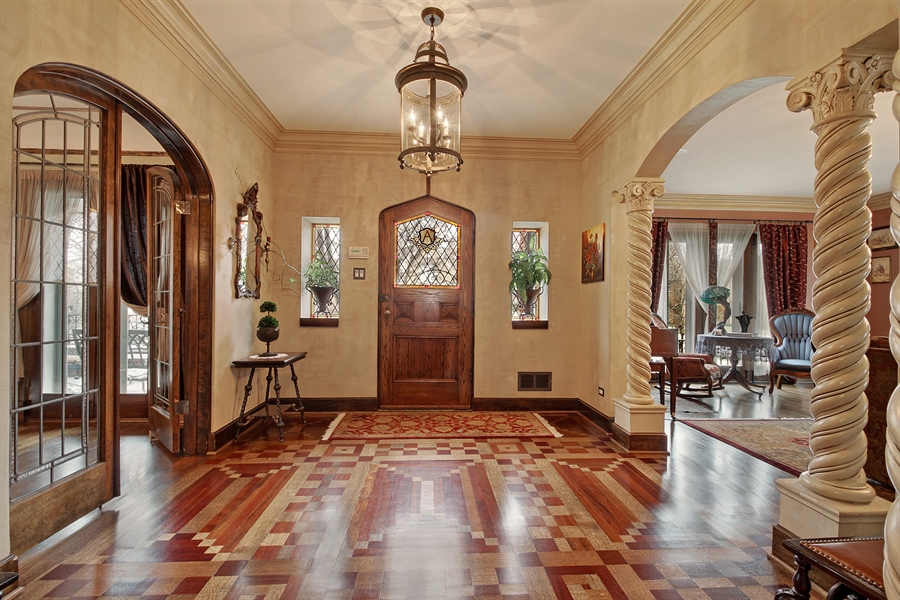 Real Estate Photography - 6087 N Kirkwood, Chicago, IL, 60646 - Entrance