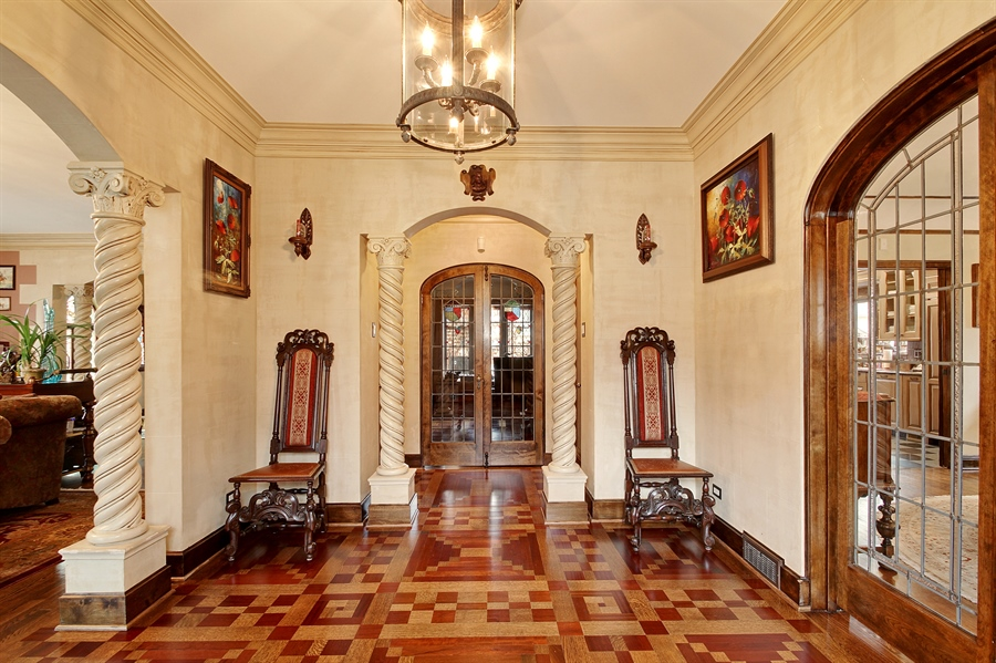 Real Estate Photography - 6087 N Kirkwood, Chicago, IL, 60646 - Foyer