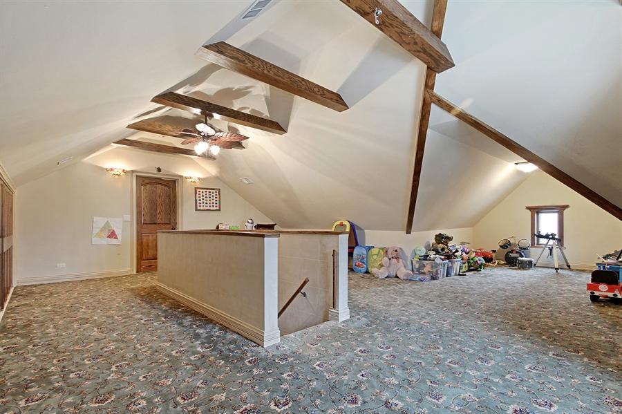 Real Estate Photography - 6087 N Kirkwood, Chicago, IL, 60646 - Loft