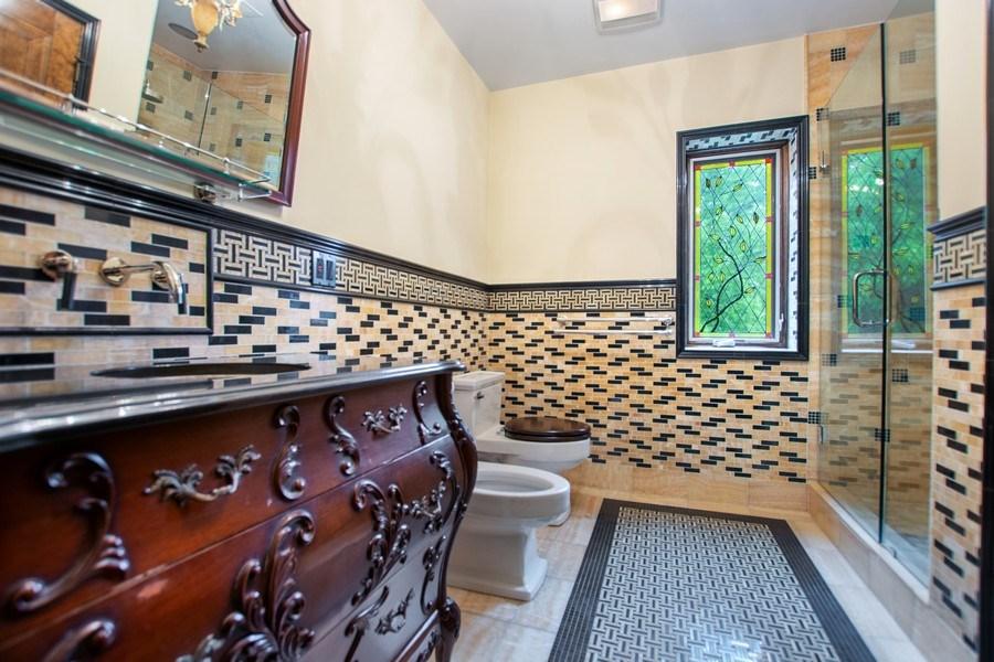 Real Estate Photography - 6087 N Kirkwood, Chicago, IL, 60646 - Bathroom