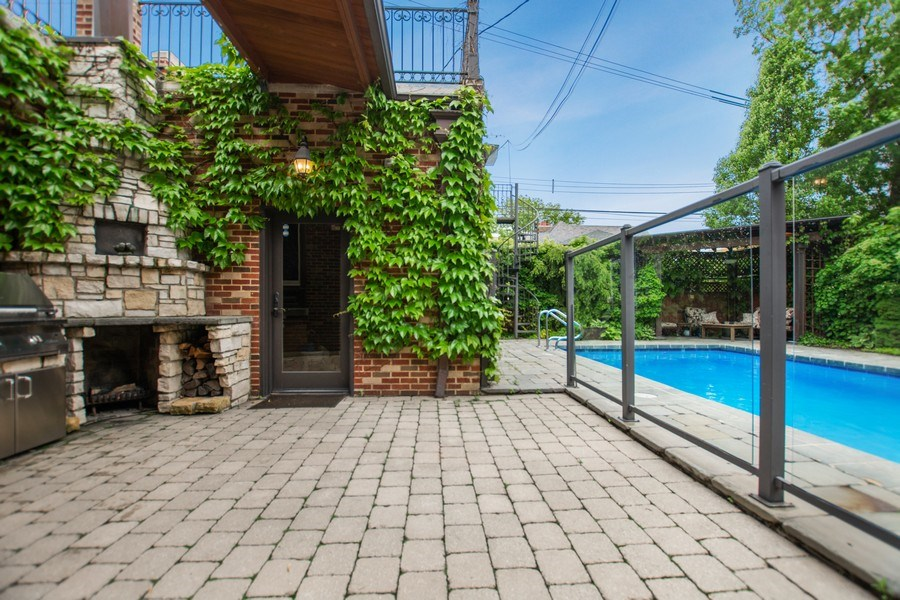 Real Estate Photography - 6087 N Kirkwood, Chicago, IL, 60646 - Patio