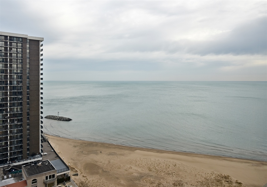 Real Estate Photography - 5801 N Sheridan Rd, Unit 19B, Chicago, IL, 60660 - View