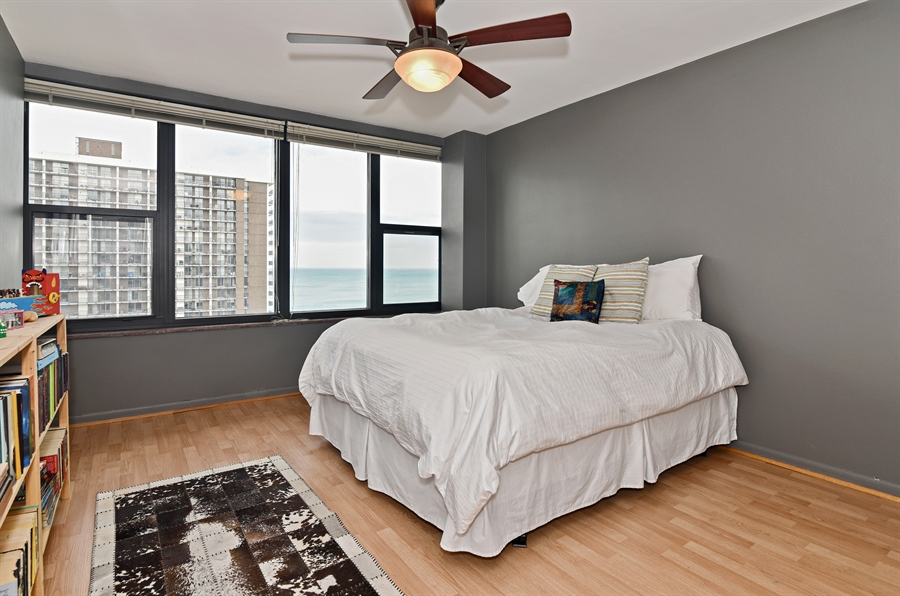 Real Estate Photography - 5801 N Sheridan Rd, Unit 19B, Chicago, IL, 60660 - 2nd Bedroom