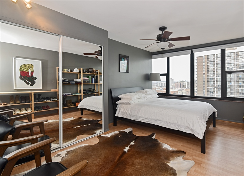 Real Estate Photography - 5801 N Sheridan Rd, Unit 19B, Chicago, IL, 60660 - Bedroom