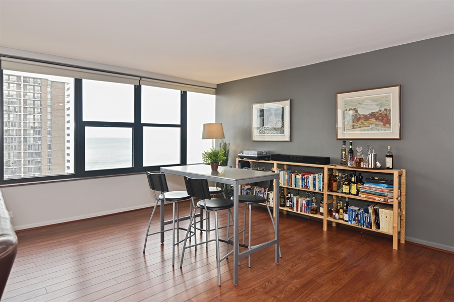 Real Estate Photography - 5801 N Sheridan Rd, Unit 19B, Chicago, IL, 60660 - Dining Room