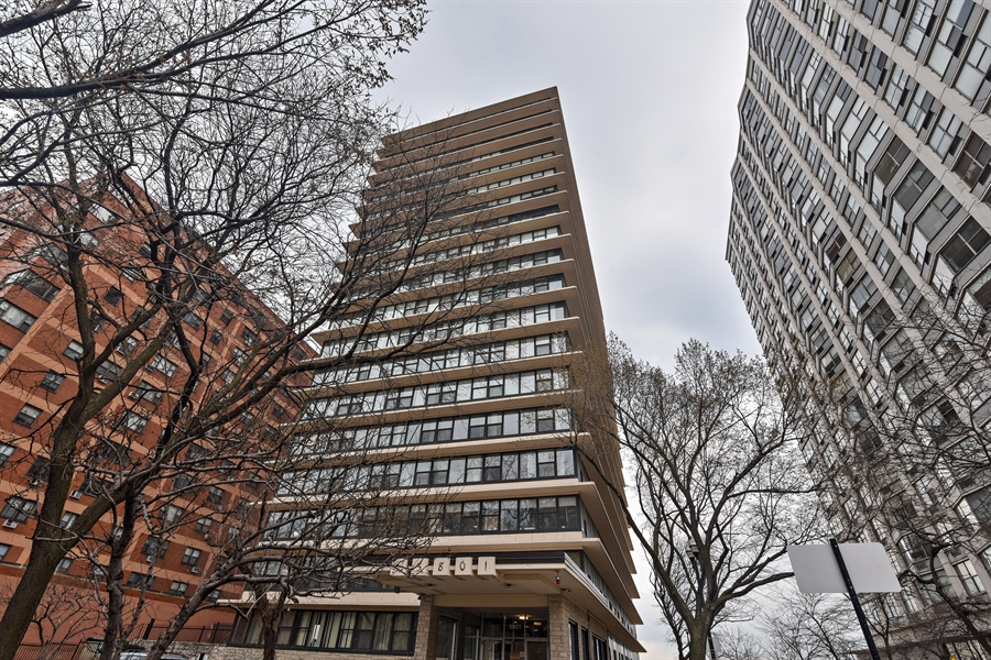 Real Estate Photography - 5801 N Sheridan Rd, Unit 19B, Chicago, IL, 60660 - Front View