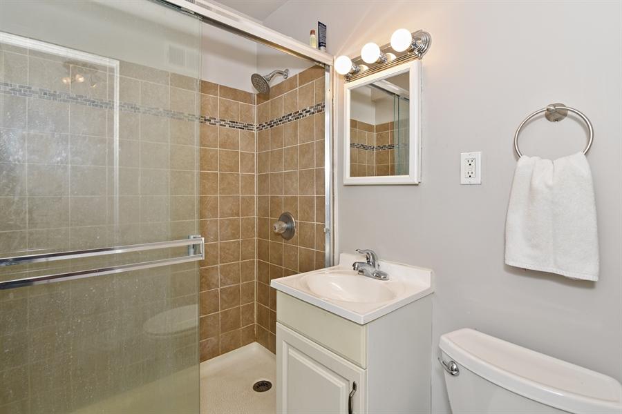 Real Estate Photography - 5801 N Sheridan Rd, Unit 19B, Chicago, IL, 60660 - Bathroom