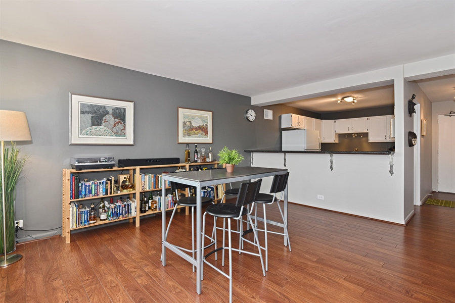 Real Estate Photography - 5801 N Sheridan Rd, Unit 19B, Chicago, IL, 60660 - Kitchen / Dining Room